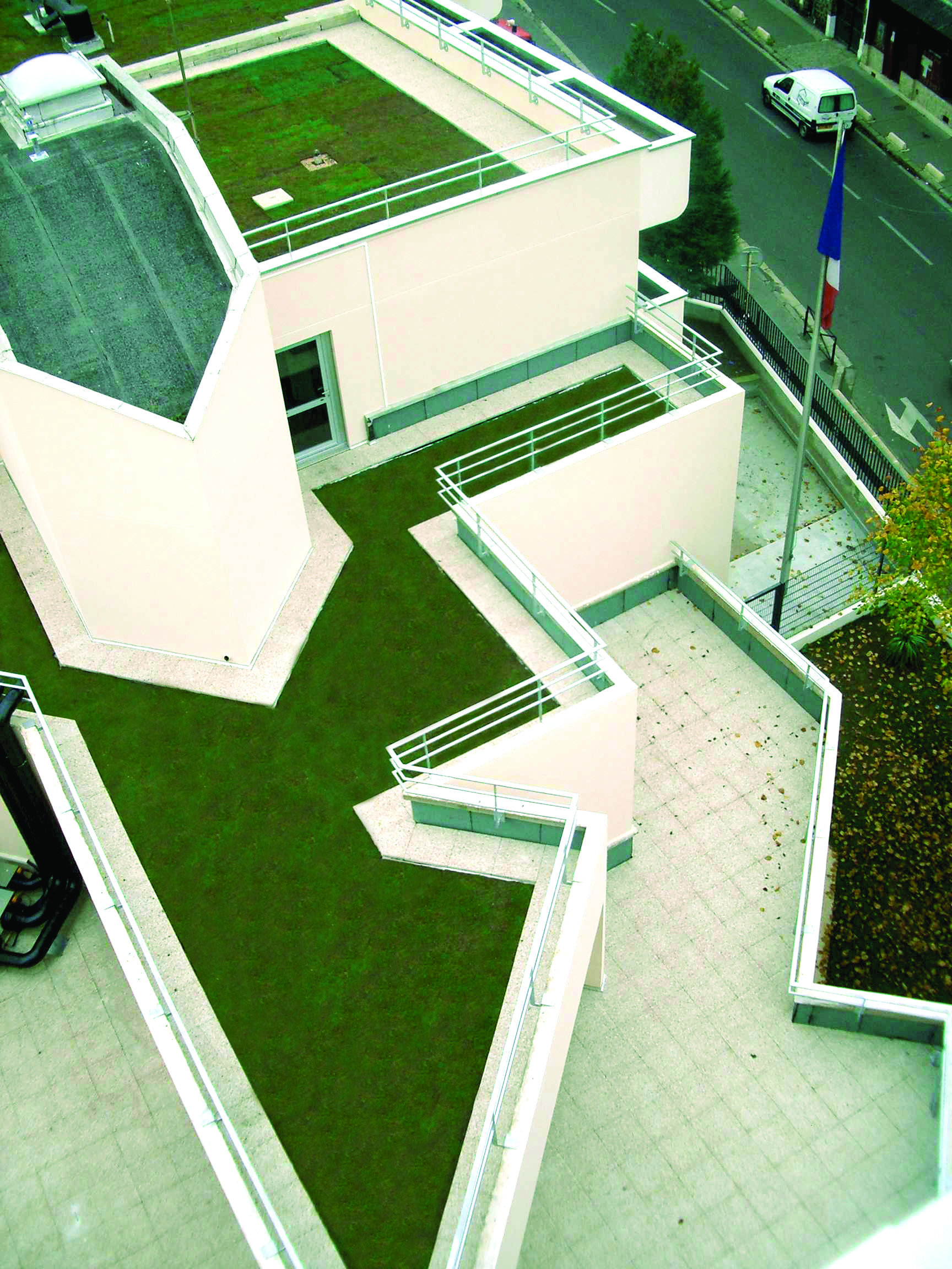 TERRASSE SOUS PROTECTIONS MULTIPLES